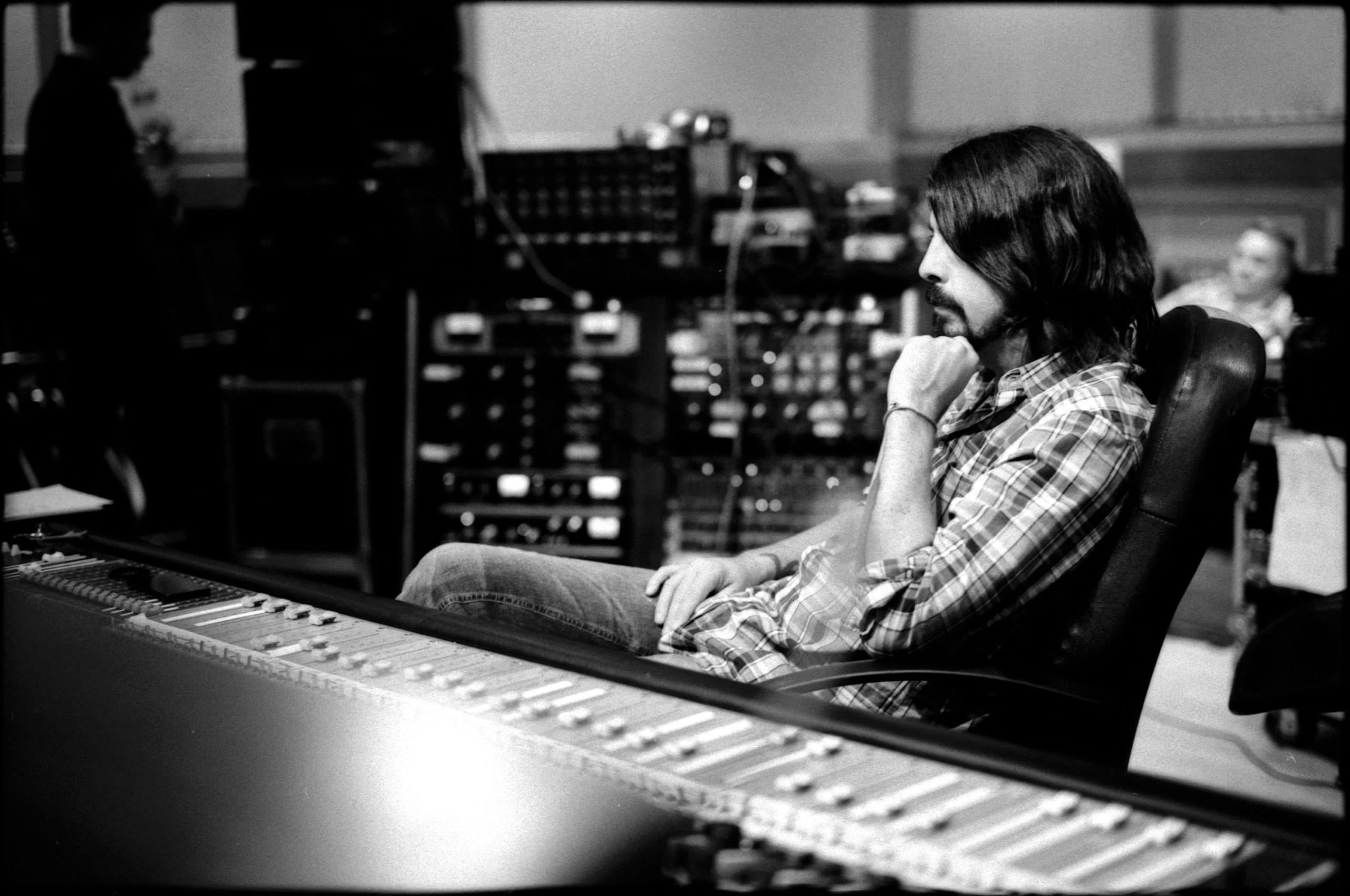 Sound City. Dave Grohl behind the console